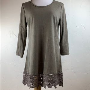 Monoreno tan knit with crocheted hem tunic top